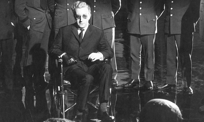 "Kadrs no Stenlija Kubrika filmas ""Doktors Streindžlovs"" (Dr. Strangelove or: How I Learned to Stop Worrying and Love the Bomb, 1964)"